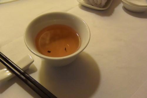 シンガポール風水ツアー58 グッドウッドパークホテル内四川料理「ミンジャン」で茶柱!!