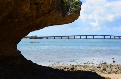 宙SORA 沖縄風水講座?-2 アマミチューの墓から橋を見る